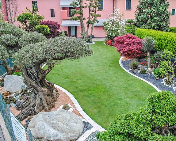 Realizzazione giardini francesco giardini for Bordi per aiuole fai da te